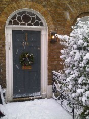 Simple But Beautiful Front Door Christmas Decoration Ideas 14