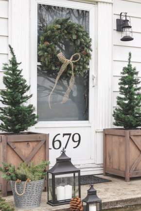 Simple But Beautiful Front Door Christmas Decoration Ideas 18