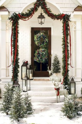 Simple But Beautiful Front Door Christmas Decoration Ideas 27