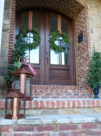 Simple But Beautiful Front Door Christmas Decoration Ideas 31