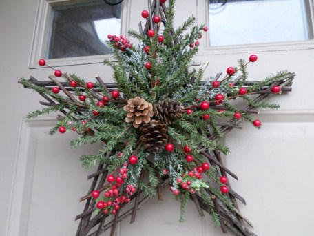 Simple But Beautiful Front Door Christmas Decoration Ideas 35