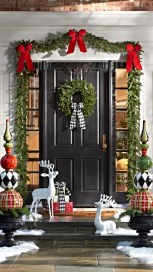 Simple But Beautiful Front Door Christmas Decoration Ideas 38
