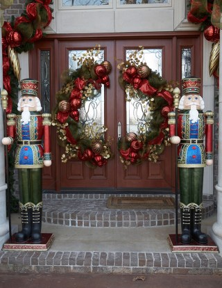 Simple But Beautiful Front Door Christmas Decoration Ideas 51