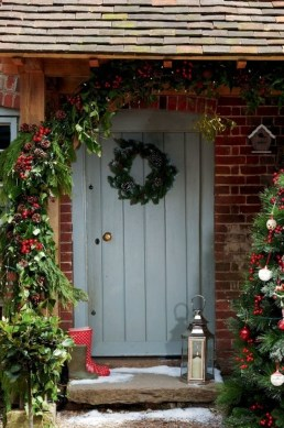 Simple But Beautiful Front Door Christmas Decoration Ideas 62