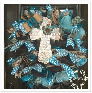 Simple But Beautiful Front Door Christmas Decoration Ideas 67