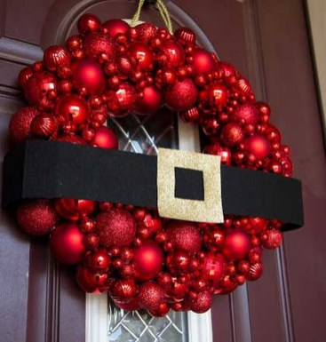 Simple But Beautiful Front Door Christmas Decoration Ideas 71