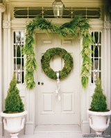 Simple But Beautiful Front Door Christmas Decoration Ideas 95