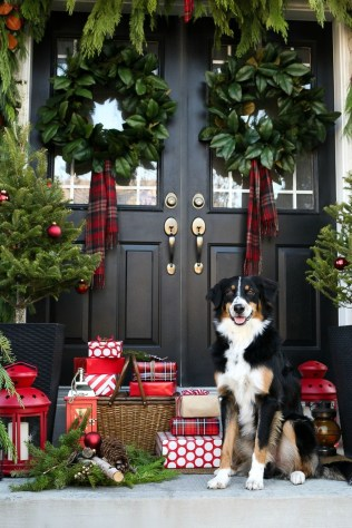 Simple But Beautiful Front Door Christmas Decoration Ideas 98