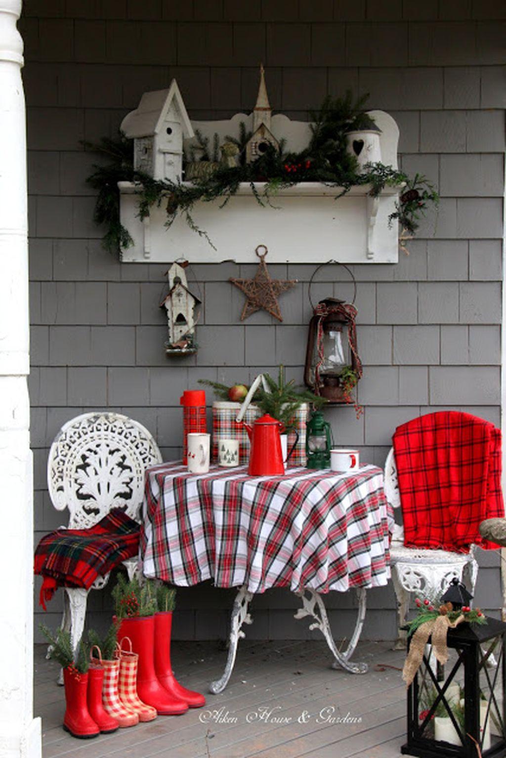 Totally Inspiring Christmas Porch Decoration Ideas 02