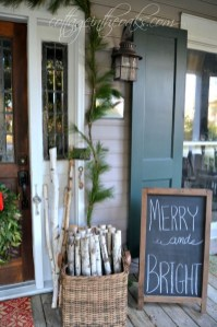 Totally Inspiring Christmas Porch Decoration Ideas 05