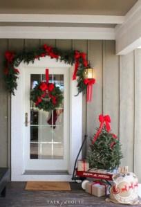 Totally Inspiring Christmas Porch Decoration Ideas 06