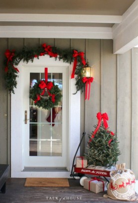 Totally Inspiring Christmas Porch Decoration Ideas 06