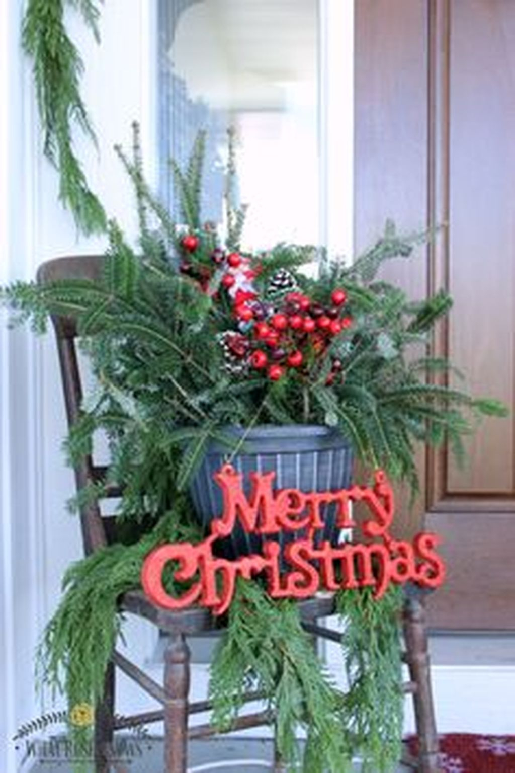 Totally Inspiring Christmas Porch Decoration Ideas 08