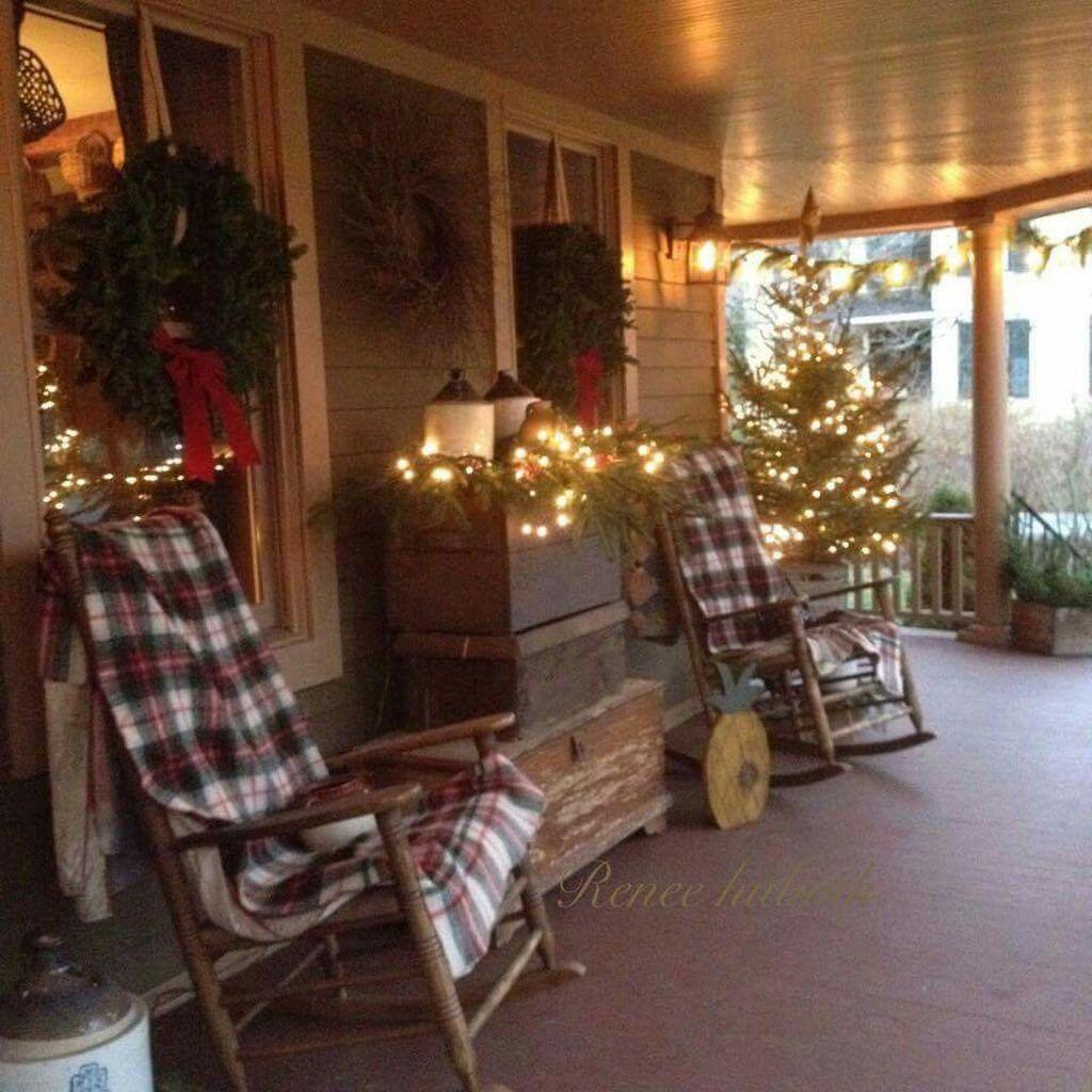 Totally Inspiring Christmas Porch Decoration Ideas 21