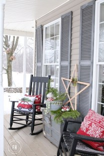 Totally Inspiring Christmas Porch Decoration Ideas 22