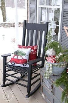 Totally Inspiring Christmas Porch Decoration Ideas 25