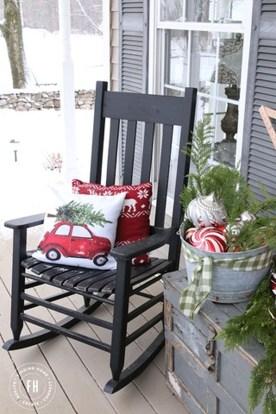 Totally Inspiring Christmas Porch Decoration Ideas 25