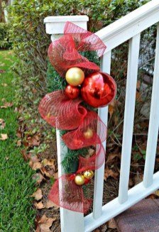 Totally Inspiring Christmas Porch Decoration Ideas 31