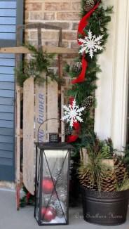 Totally Inspiring Christmas Porch Decoration Ideas 32