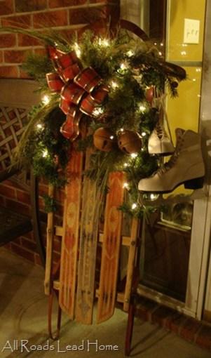 Totally Inspiring Christmas Porch Decoration Ideas 38