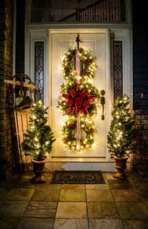 Totally Inspiring Christmas Porch Decoration Ideas 39