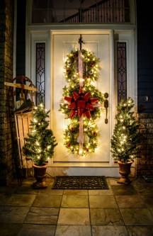 Totally Inspiring Christmas Porch Decoration Ideas 39