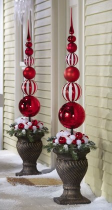 Totally Inspiring Christmas Porch Decoration Ideas 43