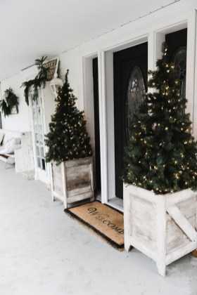 Totally Inspiring Christmas Porch Decoration Ideas 51