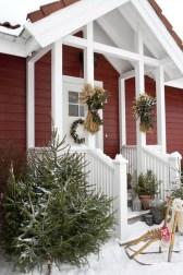 Totally Inspiring Christmas Porch Decoration Ideas 57
