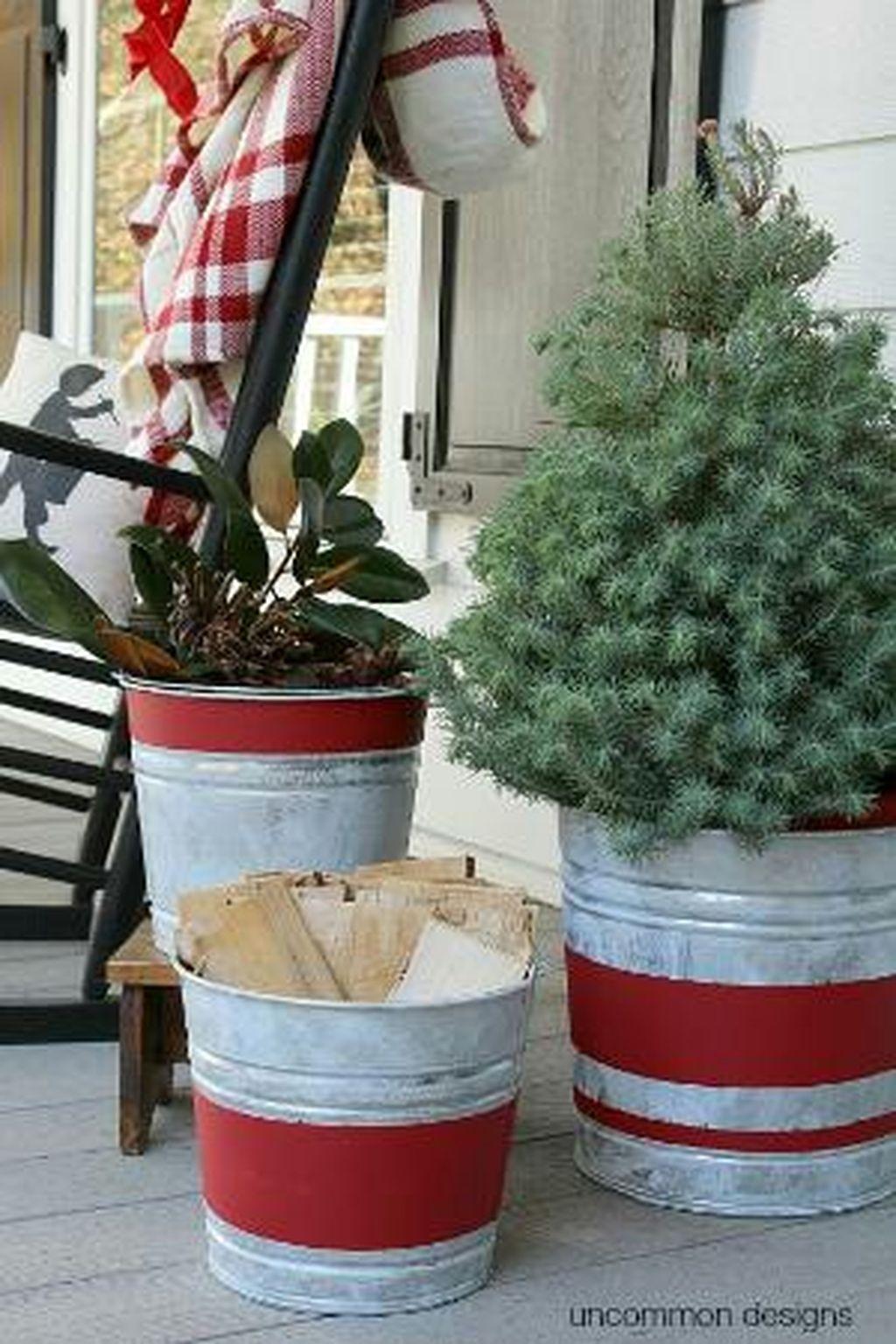 Totally Inspiring Christmas Porch Decoration Ideas 78