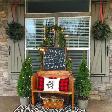 Totally Inspiring Christmas Porch Decoration Ideas 81