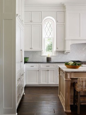 Totally Outstanding Traditional Kitchen Decoration Ideas 125