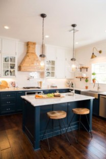 Totally Outstanding Traditional Kitchen Decoration Ideas 142