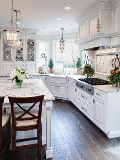 Totally Outstanding Traditional Kitchen Decoration Ideas 146