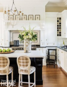 Totally Outstanding Traditional Kitchen Decoration Ideas 152
