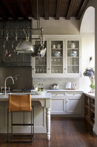 Totally Outstanding Traditional Kitchen Decoration Ideas 25