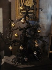 Unique And Unusual Black Christmas Tree Decoration Ideas 03