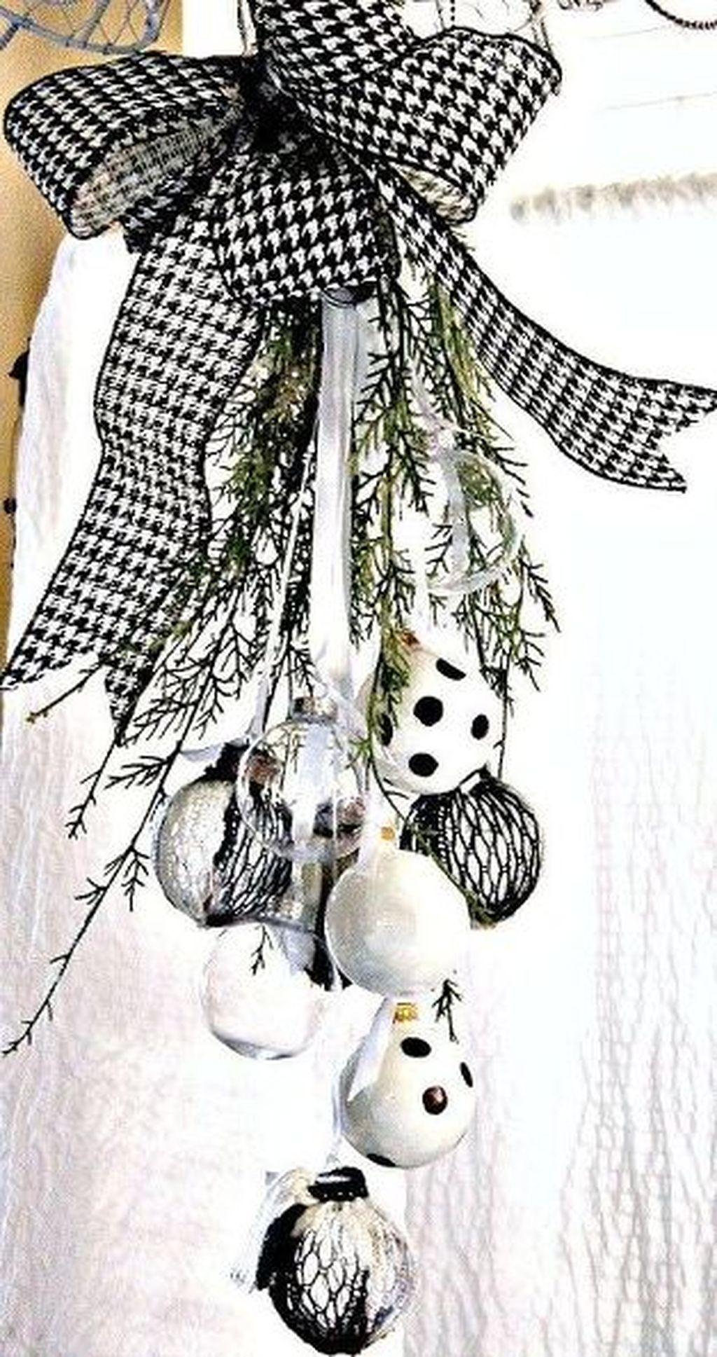 Unique And Unusual Black Christmas Tree Decoration Ideas 04