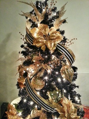 Unique And Unusual Black Christmas Tree Decoration Ideas 08
