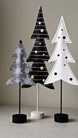 Unique And Unusual Black Christmas Tree Decoration Ideas 15