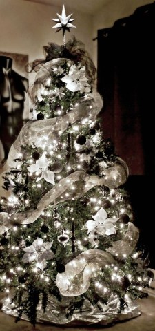 Unique And Unusual Black Christmas Tree Decoration Ideas 17