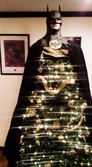Unique And Unusual Black Christmas Tree Decoration Ideas 18