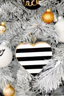 Unique And Unusual Black Christmas Tree Decoration Ideas 23