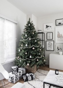 Unique And Unusual Black Christmas Tree Decoration Ideas 32