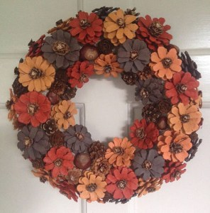 36 Brilliant Ideas How To Use Pinecone For Indoor Christmas Decoration 07