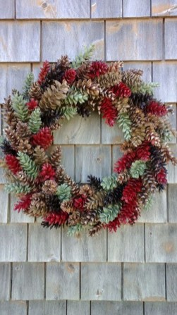 36 Brilliant Ideas How To Use Pinecone For Indoor Christmas Decoration 14