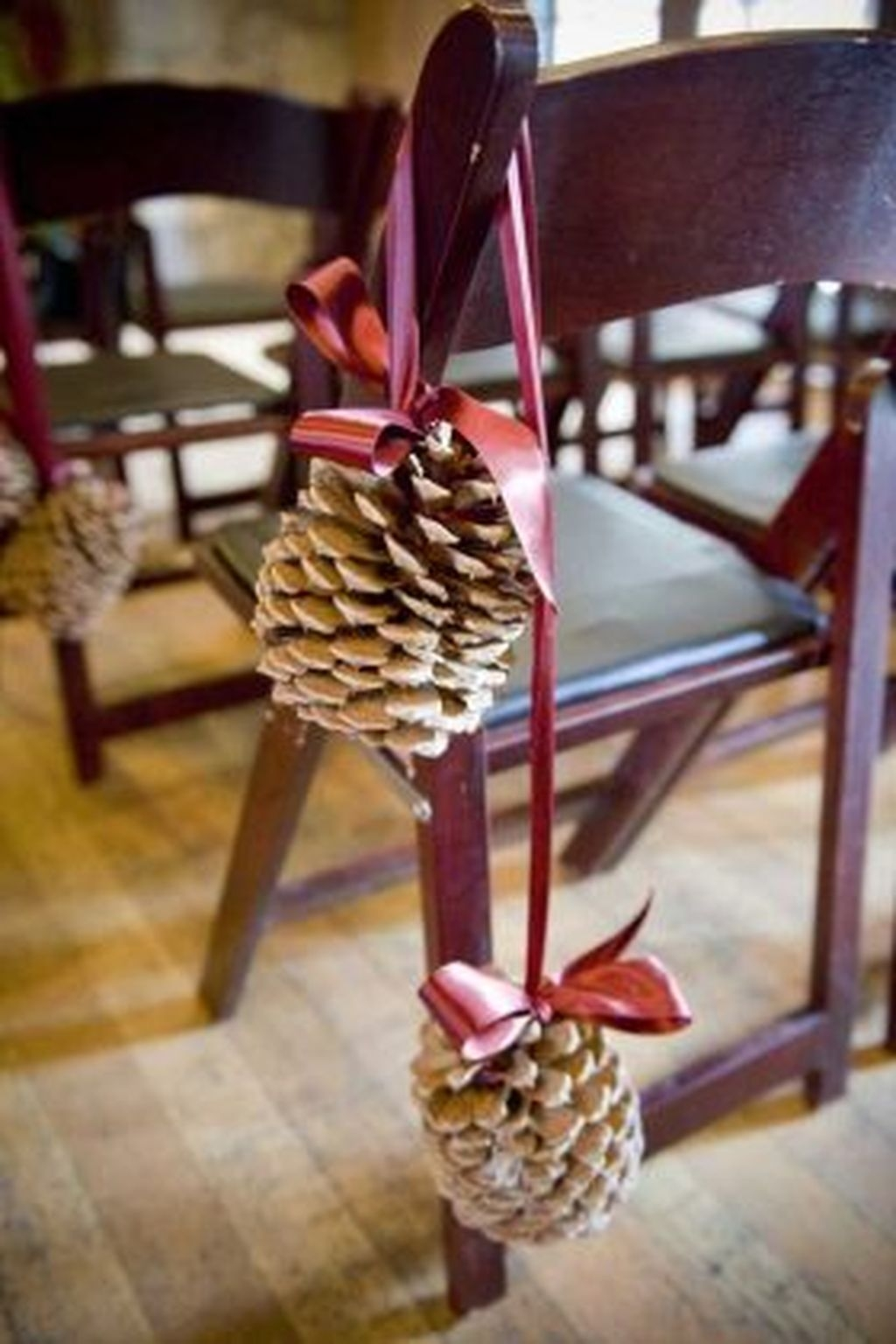 36 Brilliant Ideas How To Use Pinecone For Indoor Christmas Decoration 27