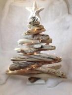 37 Relaxed Beach Themed Christmas Decoration Ideas 01