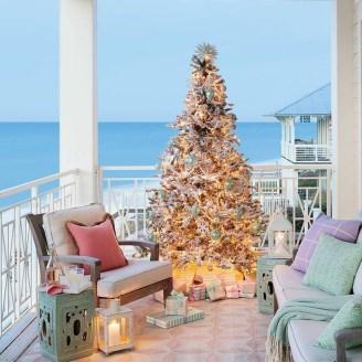 37 Relaxed Beach Themed Christmas Decoration Ideas 06