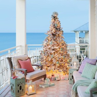 37 Relaxed Beach Themed Christmas Decoration Ideas 06